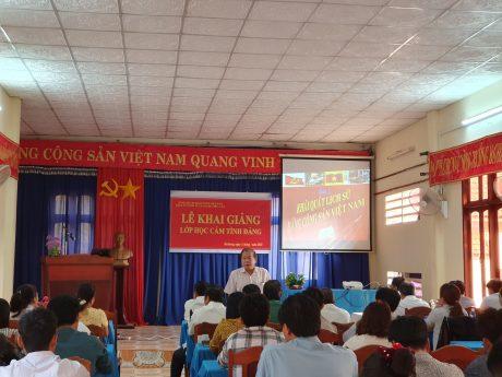 Ông Nguyễn Tuấn Dũng - Phó Bí thư Đảng ủy, Phó TGĐ công ty phát biểu tại lễ khai giảng lớp học