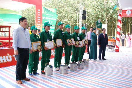 Đoàn thợ giỏi Cao su Việt Lào tại Hội thi Bàn tay vàng năm 2018