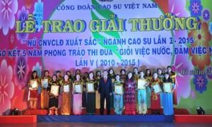 CĐ CSVN tổ chức tuyên dương nữ CNVC - LĐ xuất sắc lần I năm 2015. Ảnh: Tùng Châu