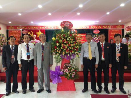 Lãnh đạo VRG tặng hoa chúc mừng đại hội