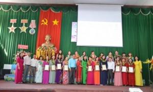 20 nữ CNVC - LĐ xuất sắc chụp hình kỷ niệm với lãnh đạo Công đoàn CSVN, Liên đoàn Lao động tỉnh Bình Phước và lãnh đạo công ty