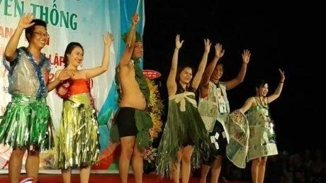 Phần thi biểu diễn hóa trang trong Hội trại truyền thống