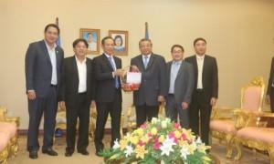 Lãnh đạo VRG chúc Tết Ngài Yim Chhayly - Phó Thủ tướng, Chủ tịch Hội đồng Khôi phục và Phát triển Nông nghiệp và Nông thôn Campuchia trong chuyến thăm, làm việc.