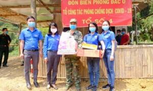 ĐTN Công ty thăm và tặng quà chốt biên phòng trực chống dịch Covid-19