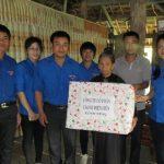 Đoàn cơ sở Công ty CS Điện Biên: Tặng 5 suất quà cho gia đình chính sách