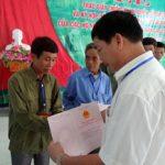 Công ty CS Lai Châu II trao giấy chứng nhận quyền sử dụng đất và ký hợp đồng góp vốn với hộ dân