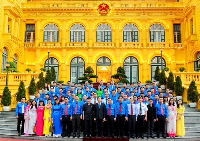 Đoàn đại biểu chụp ảnh lưu niệm cùng Chủ tịch nước Trương Tấn Sang tại Phủ Chủ tịch