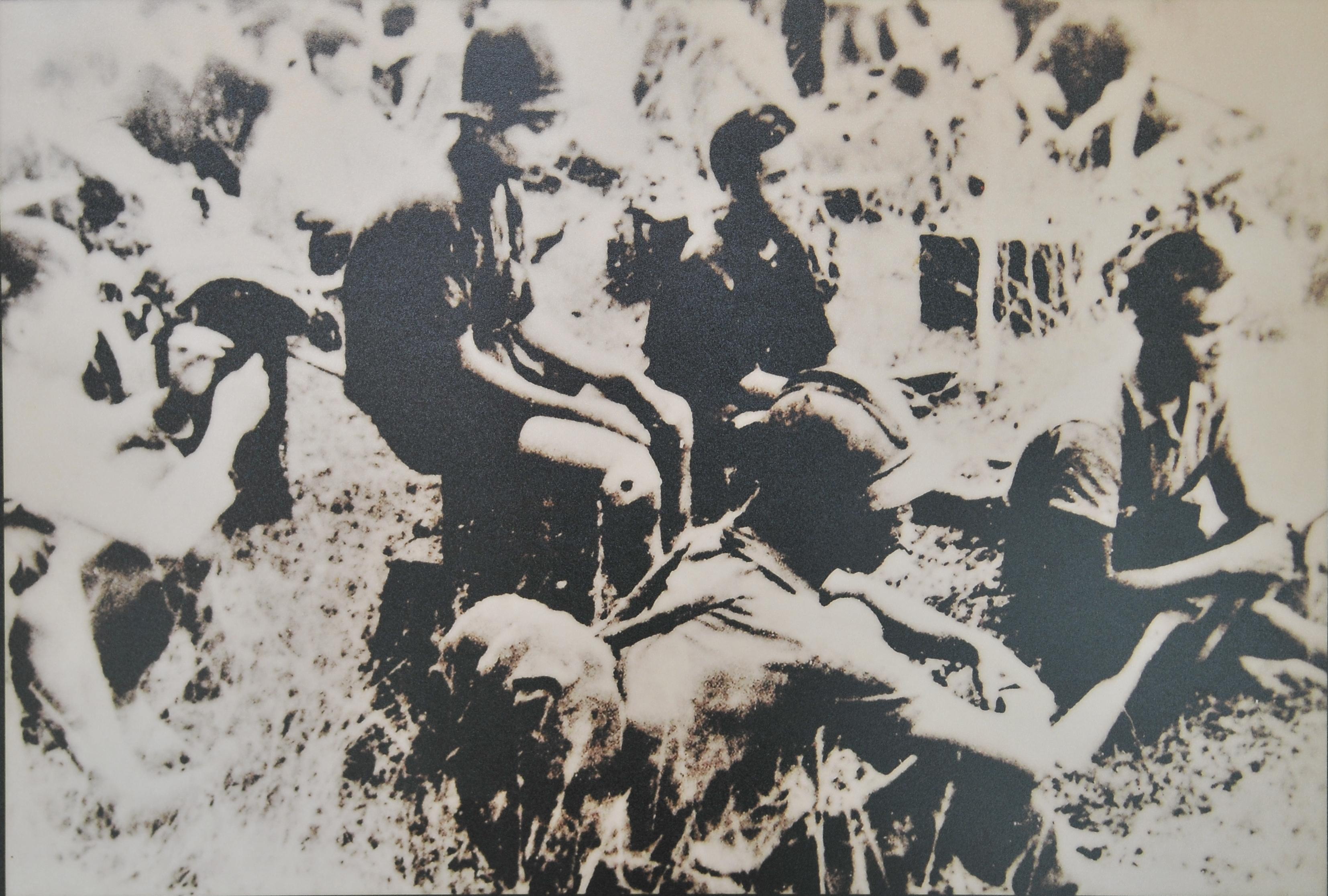 Description: ông nhân đoàn điền cao su tham gia đấu tranh chống lại thực dân Pháp. Ảnh tư liệu