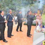 VRG dâng hương tượng đài Phú Riềng đỏ
