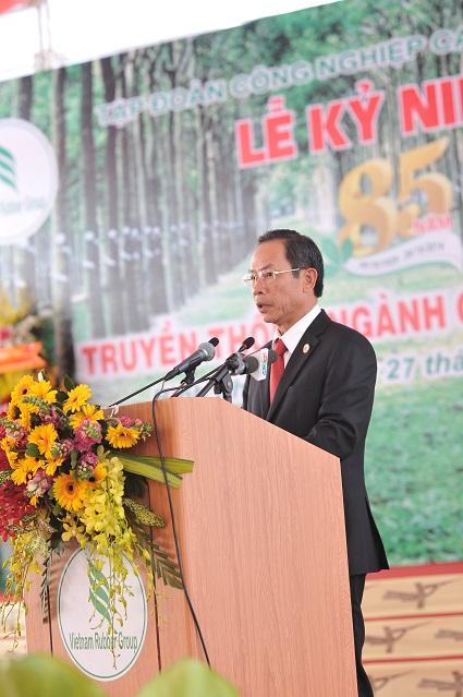 Description: GĐ Trần Ngọc Thuận đọc diễn văn