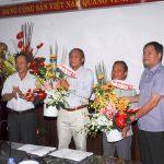 Trao sổ hưu cho Phó TGĐ Lê Minh Châu và Nguyễn Hồng Phú