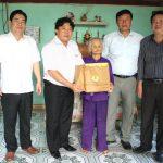 Công đoàn CSVN thăm, tặng quà Mẹ VN Anh hùng