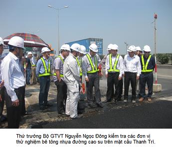 Kiểm tra th                                                    rên mặt cầu Thanh Trì, Hà Nội.