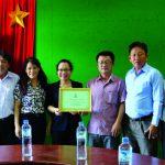 Công đoàn CSVN tặng quà công nhân tại Lào, Campuchia