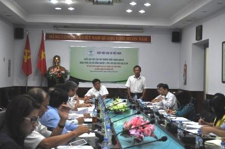 Ông Trần Ngọc Thuận - Chủ tịch VRA, TGĐ VRG báo cáo tình hình ngành cao su với Thứ trưởng