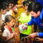 Đoàn Thanh niên VRG tặng 20 suất học bổng cho học sinh Củ Chi
