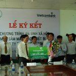 Vietcombank Kon Tum tài trợ gần 1,1 tỷ cho Công ty Chư Mom Ray thực hiện công tác an sinh xã hội