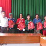 Cao su Bình Thuận trao 20 phần quà cho công nhân nghèo dịp Tết