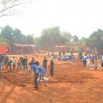 Thanh niên quân đội xây sân bóng chuyền tặng người dân