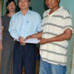 Công đoàn CSVN tặng 10 triệu đồng cho công nhân bị tai nạn