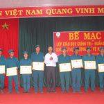 Cao su Mang Yang thưởng 20 cá nhân xuất sắc trong huấn luyện quân sự