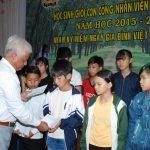 Cao su Chư Prông tặng quà cho 350 học sinh giỏi