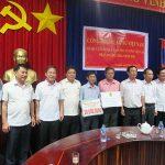 Trao 24 phần quà cho CNLĐ ở Lào, Campuchia
