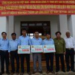 Trao tặng 3 giàn điện năng lượng mặt trời cho Cao su Chư Prông