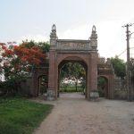 Phía sau cổng làng