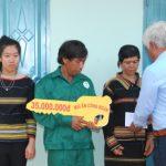 Cao su Chư Prông trao nhà Mái ấm cho công nhân Rmah Grăng