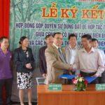 Cao su Điện Biên ký hợp đồng góp đất với người dân xã Thanh Nưa