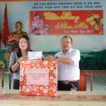Cao su Chư Păh tặng quà Tết gia đình chính sách