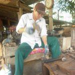 Nghề thợ rèn dao cạo: Làm dâu trăm họ