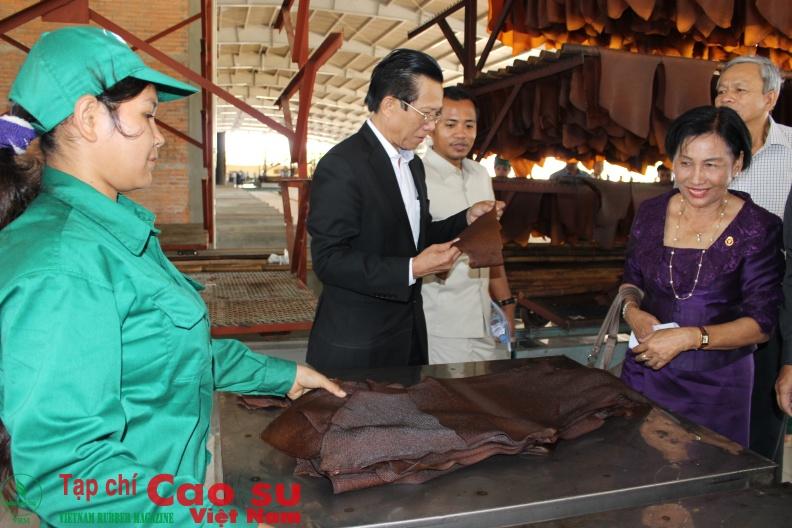 Sản phẩm tại Nhà máy chế biến Cao su Tân Biên - Kampong Thom. Ảnh: Phan Thắng.