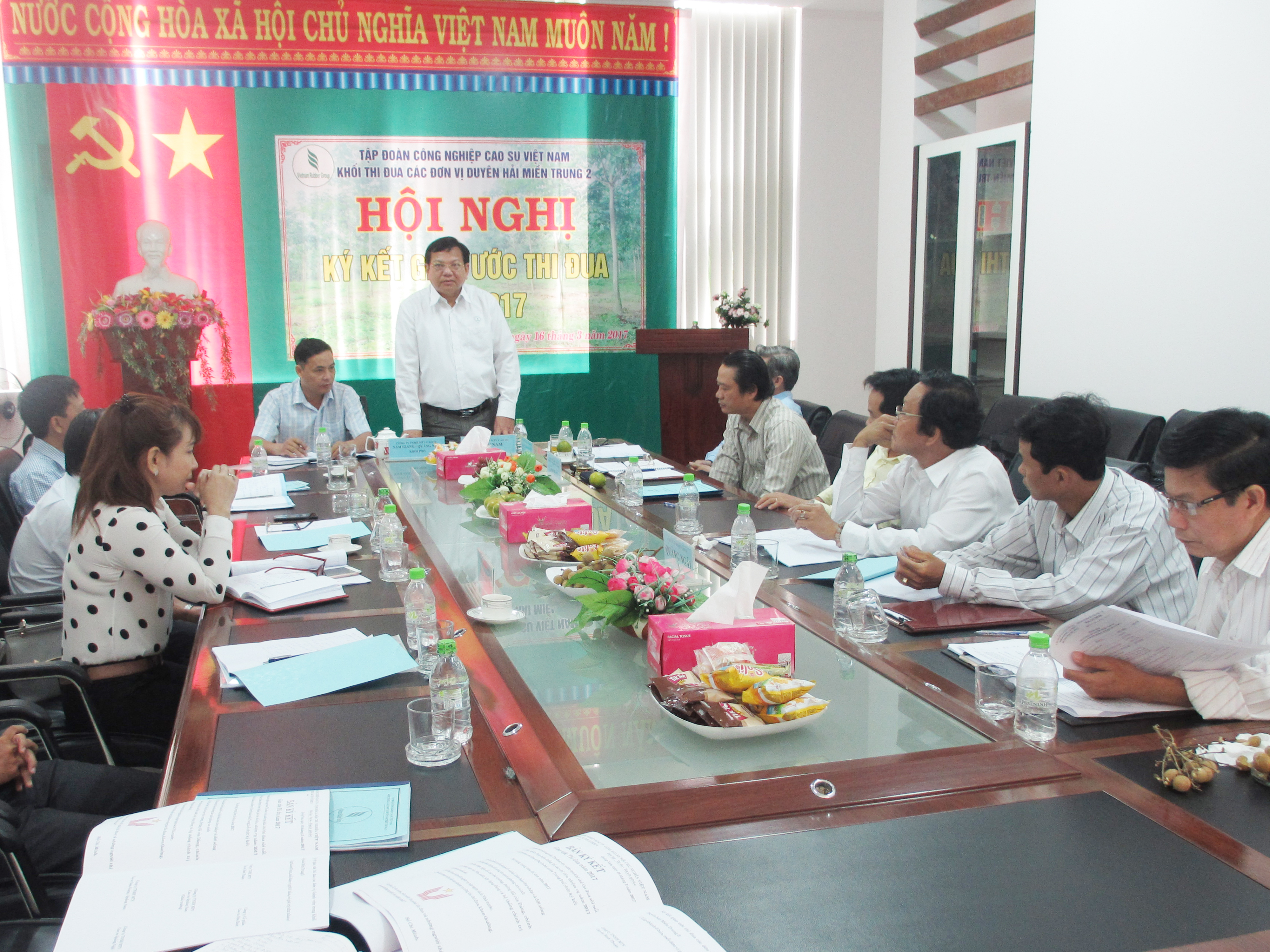 Khối trưởng Khối thi đua các đơn vị Duyên hải Miền Trung 2 tổ chức Hội nghị ký kết giao ước thi đua tại Công ty TNHH MTV Cao su Quảng Nam