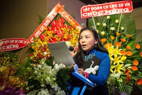 Bà Hồ Thị Tú Anh - TBT Tạp chí phát biểu ôn lại truyền thống 35 năm.