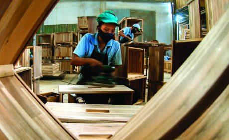 VRG đang phát triển mạnh lĩnh vực chế biến gỗ. Ảnh: Tùng Châu.