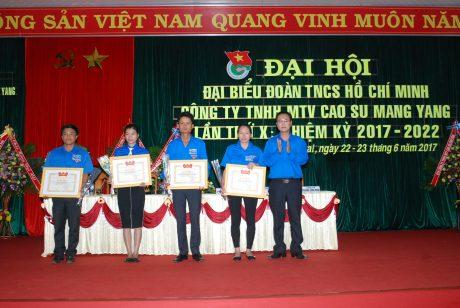 4 tập thể xuất sắc của đoàn công ty được TW đoàn khen thưởng