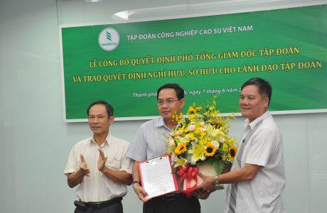 Lãnh đạo VRG trao quyết định bổ nhiệm cho ông Trương Minh Trung
