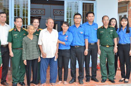 ĐTN VRG thăm và tặng quà cho gia đình thương binh