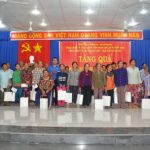 Đoàn Thanh niên VRG tặng quà gia đình chính sách