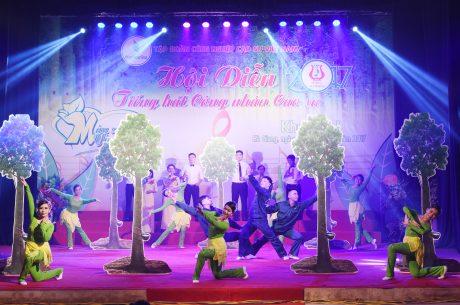 Tiết mục Tốp ca múa minh họa Hành khúc Công nhân Cao su của Công ty Cp Cao su Lai Châu