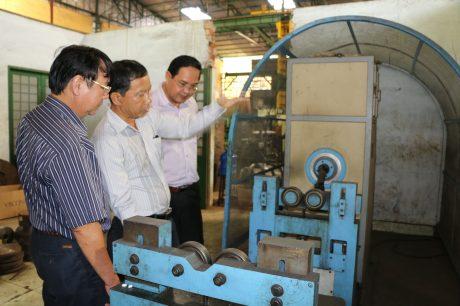 Lãnh đạo VRG thăm xưởng sản xuất của Công ty CP Cơ khí Cao su