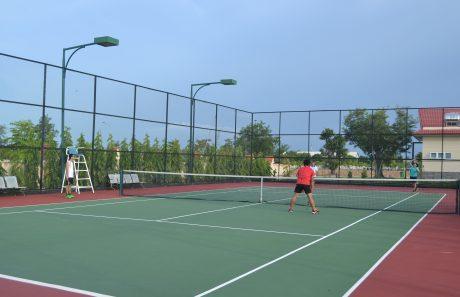 Sân quần vợt là địa điểm tụ hội của CBCNVC Công ty Chư Sê Kampong Thom.