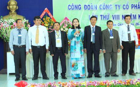 Đoàn đại biểu dự đại hội CĐ cấp trên ra mắt đại hội