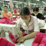 Công nhân cao su khó trụ nổi ở các khu công nghiệp