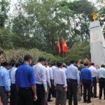 Xúc cảm trước tượng đài Phú Riềng Đỏ