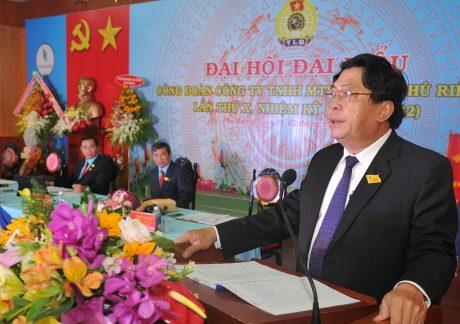 Ông Phan Mạnh Hùng – Chủ tịch CĐ Cao su VN chia sẻ về vai trò của CĐ trong công tác CPH tại Đại hội CĐ Cao su Phú Riềng lần X, NK 2017 - 2022. Ảnh: Tùng Châu