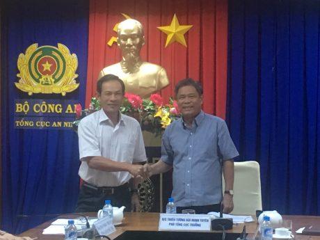 Ông Trần Ngọc Thuận - TGĐ VRG (trái) và Thiếu tướng Bùi Minh Tuyên - Phó Tổng cục trưởng Tổng cục An ninh tại buổi làm việc.