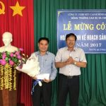 Cao su Bình Long khen thưởng 2 nông trường hoàn thành kế hoạch